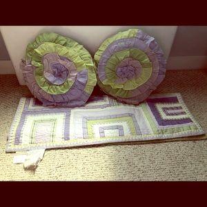 Blanket/quilt, decorative pillows, matching sham